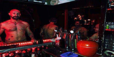 E20 Entre Deux Eaux Gay Cruise Club Paris Bar