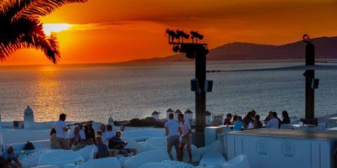 Bar matahari terbenam gay di Mykonos - Elysium