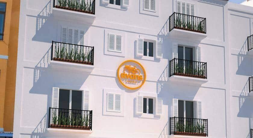โรงแรม Ryans La Marina