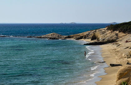 gay praia de nudismo popular em Naxos