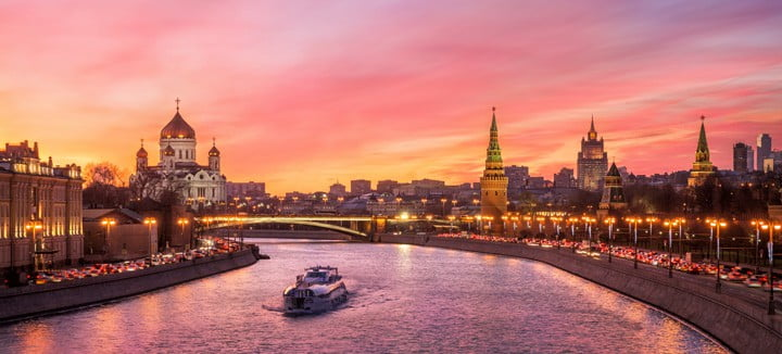 scarlet-glow-over-moscow-travelgayeurope