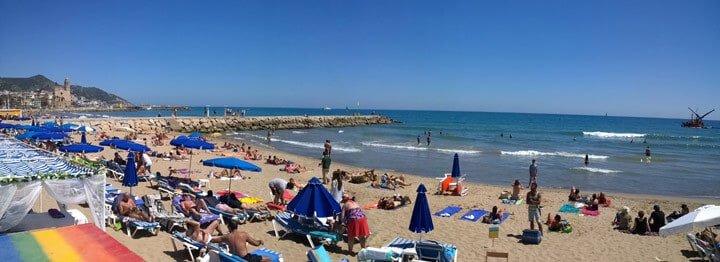 Platja de la Bassa Rodona - شاطئ سيتجيس الرئيسي للمثليين
