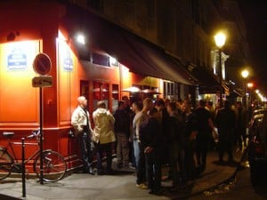 Gay scene by night in Paris