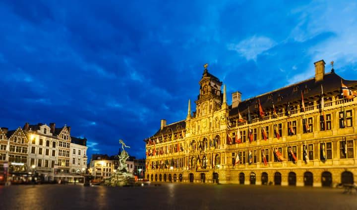 Marché Grote à Anvers la nuit