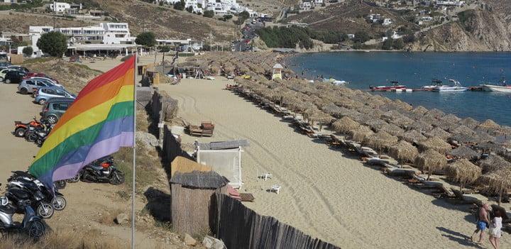 parking-in-ella-beach-mykonos