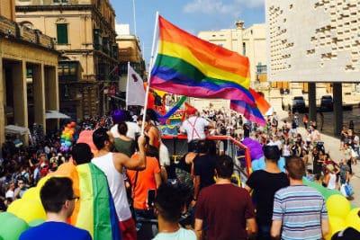 مثلي الجنس مالطا · الخدمات