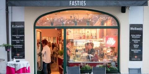 TravelGay Empfehlung FASTIES Café und Restaurant