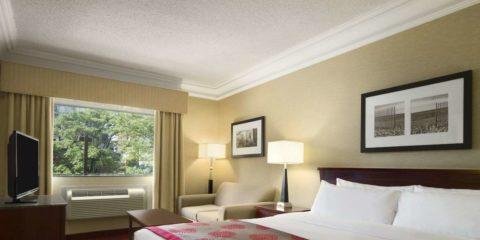 多倫多華美達廣場酒店