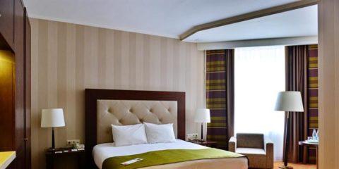 โรงแรมเปโตรพาเลซ