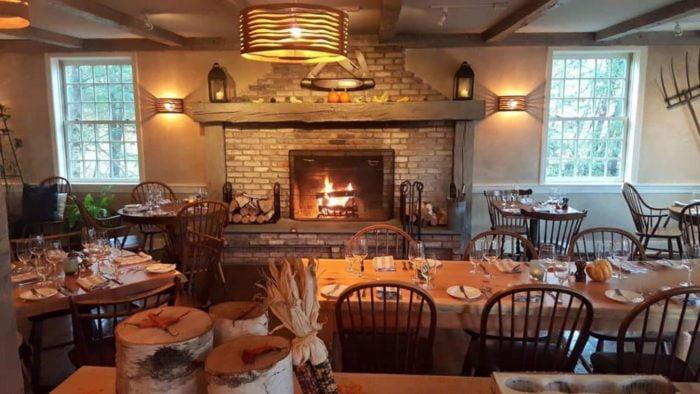 Ristorante artigianale e taverna al Four Columns Inn