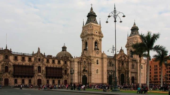 Gay Lima · Hôtels milieu de gamme