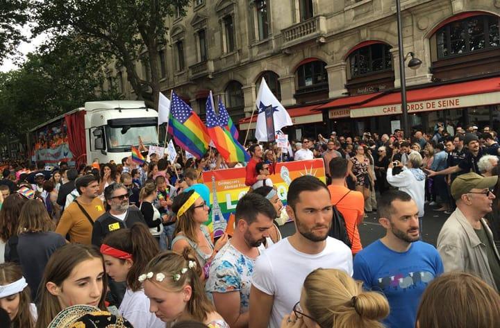 Gay Paris · Services