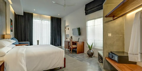 Solitaire Kamreuk Private Luxury Hotel