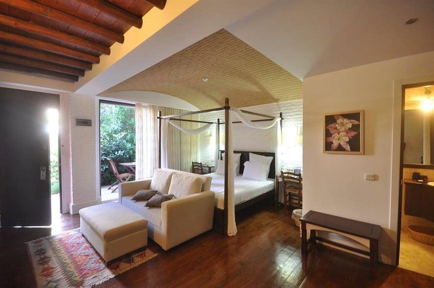 image of El Vino Hotel & Suites