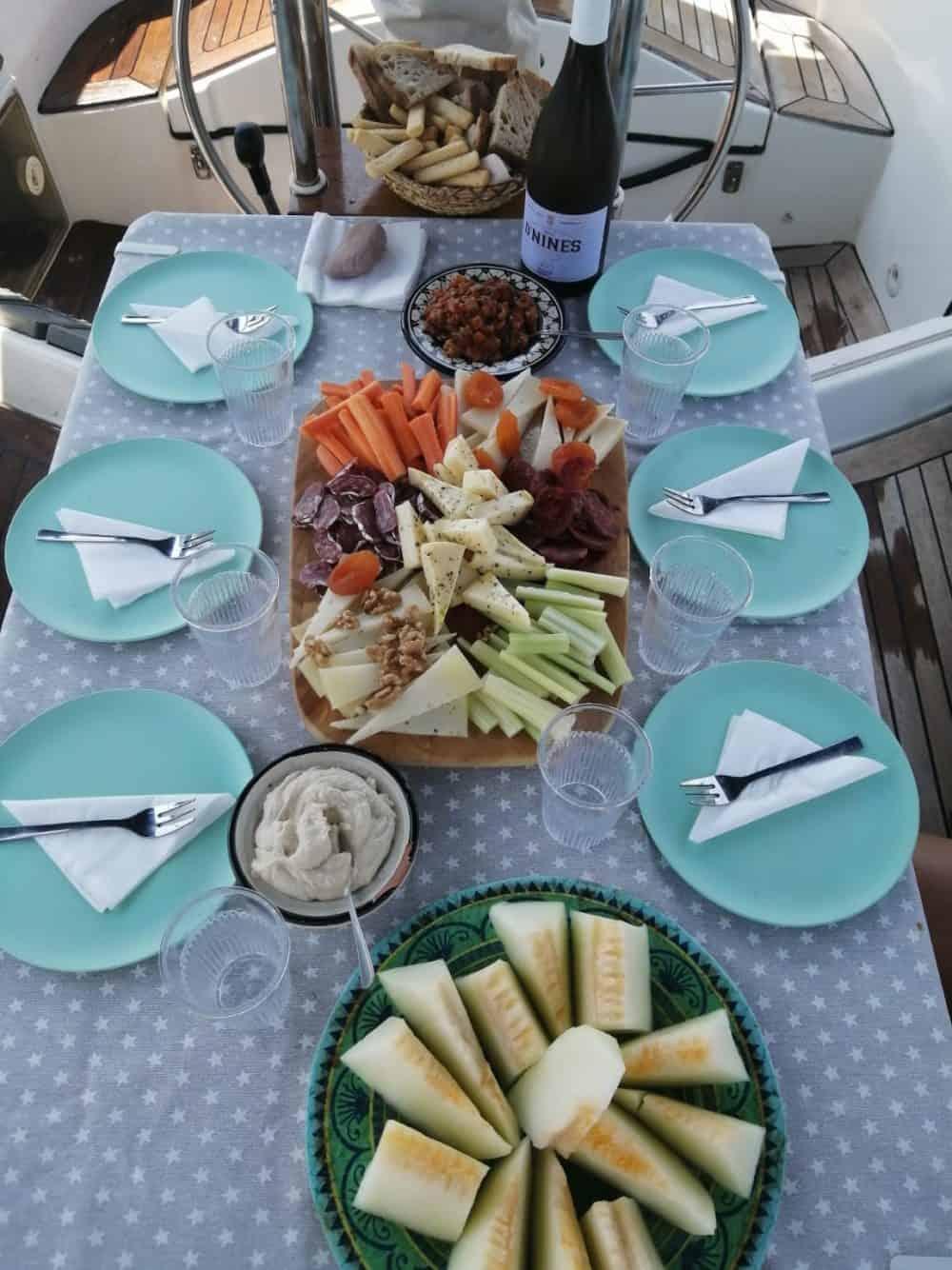 Manjakan diri Spanyol: Pengalaman Berlayar dan Makanan