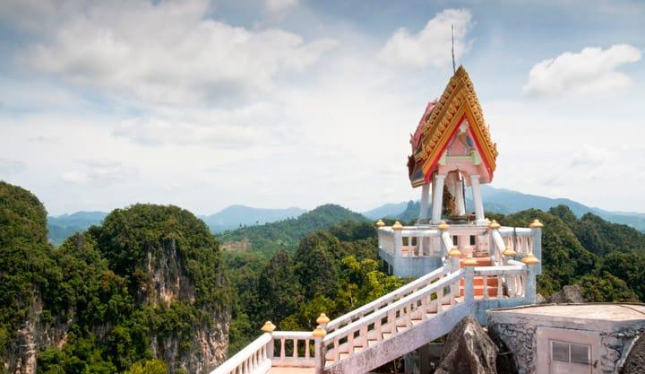 Vista del tempio della tigre a Krabi