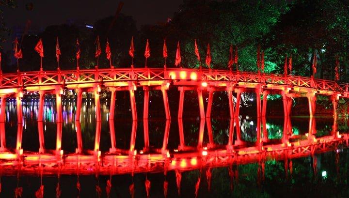 γέφυρα-προς-ο-ngoc-γιος-ναός-on-hoan-kiem-λίμνη-hano