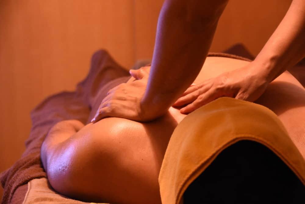 TravelGay recommandation Massage des pieds pieds nus