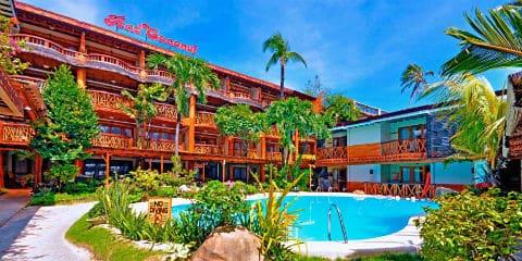 Hôtel de plage de noix de coco rouge