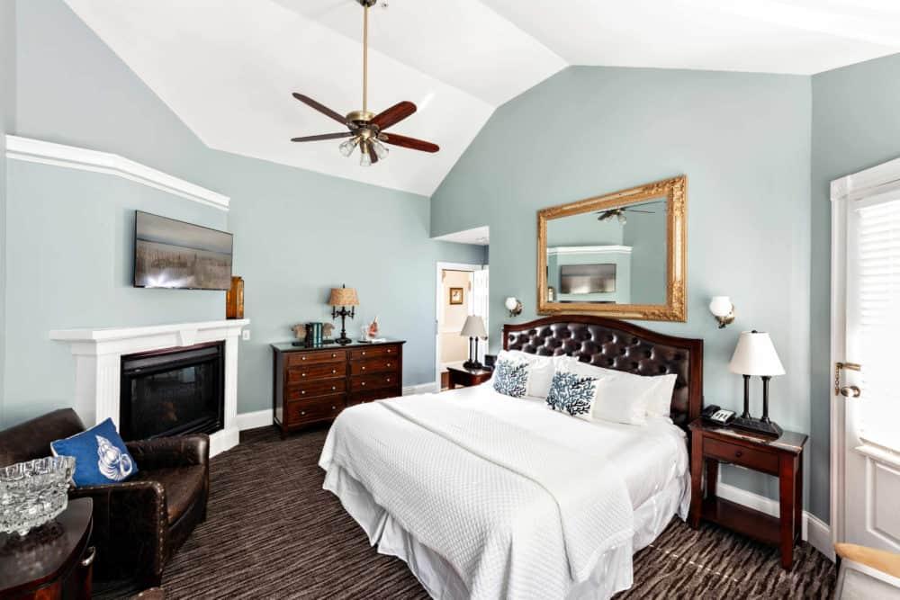 image of Crowne Pointe Inn