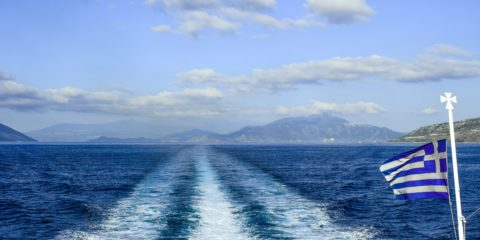 Pesan kapal feri di Yunani