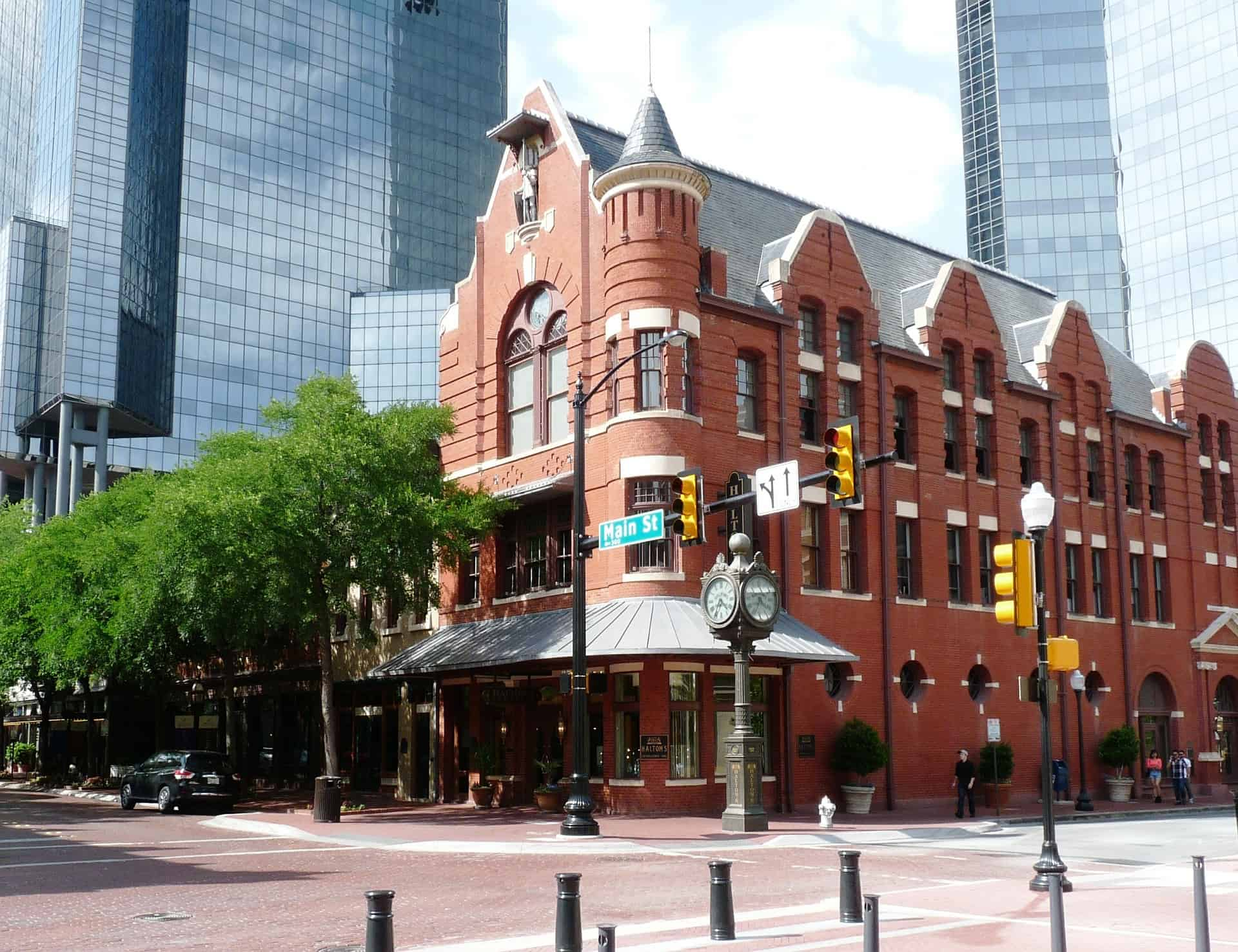 Gay Fort Worth Bars and Hotels